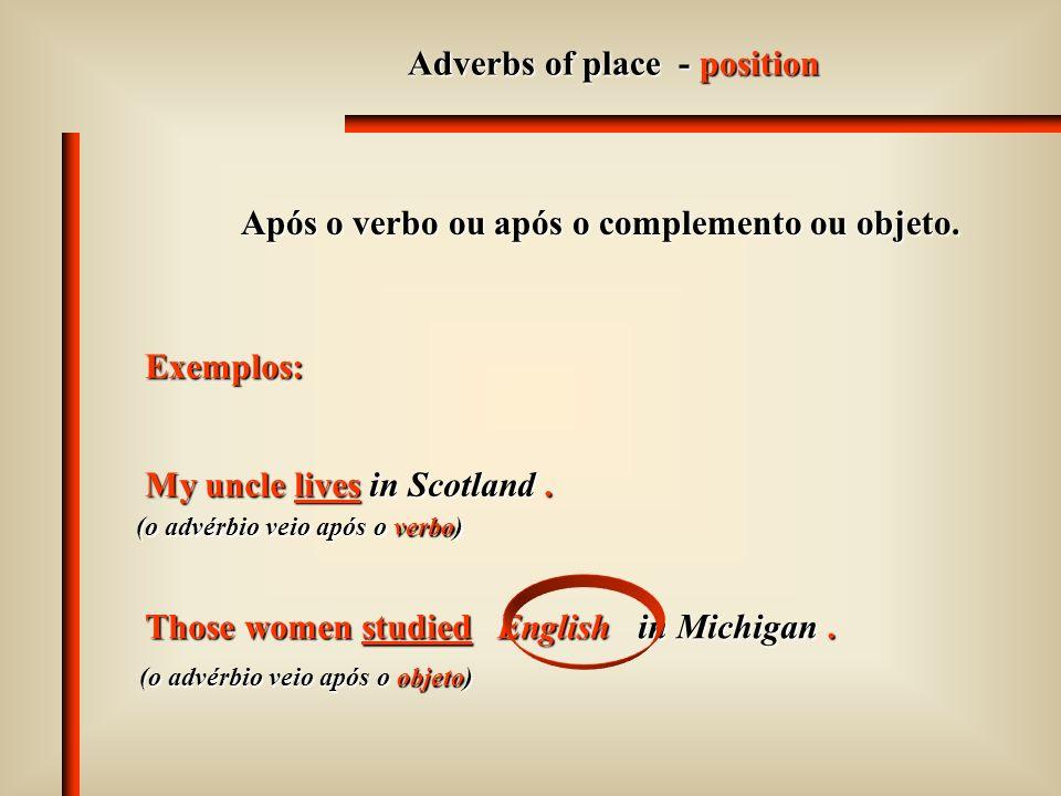 Adverbs of manner - position Após o verbo ou após o complemento ou objeto. Exemplos: The police officer came silently. (o advérbio veio após o verbo)