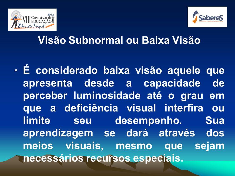 DEFICIÊNCIA VISUAL Cego é aquele que apresenta desde ausência total de visão até a perda da percepção luminosa. Sua aprendizagem se dará através da in