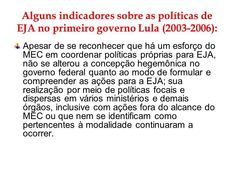 Lula (2003-2006): Observando-se o período, constata-se que as ações ainda são insuficientes para garantir o direito à educação básica: Em 2006, apesar do índice de analfabetismo ter baixado 3,8% pontos percentuais em relação a 1996, o IBGE registrou a cifra de 14,4 milhões de analfabetos com 15 anos ou mais no país.