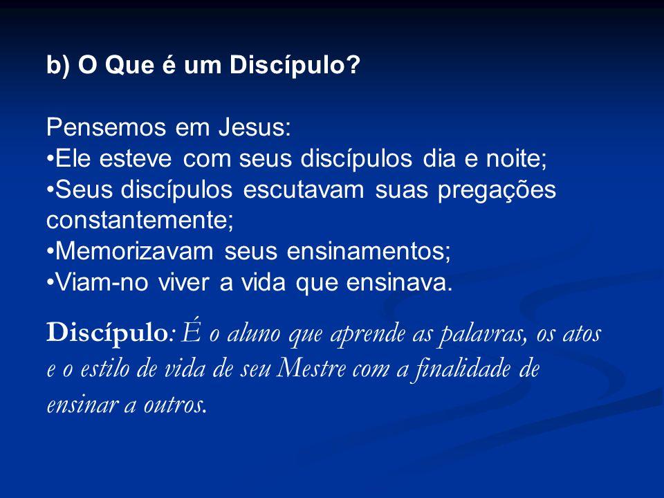 b) O Que é um Discípulo? Pensemos em Jesus: Ele esteve com seus discípulos dia e noite; Seus discípulos escutavam suas pregações constantemente; Memor