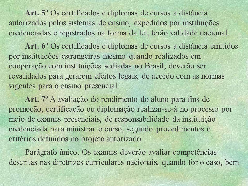 Art. 5º Os certificados e diplomas de cursos a distância autorizados pelos sistemas de ensino, expedidos por instituições credenciadas e registrados n