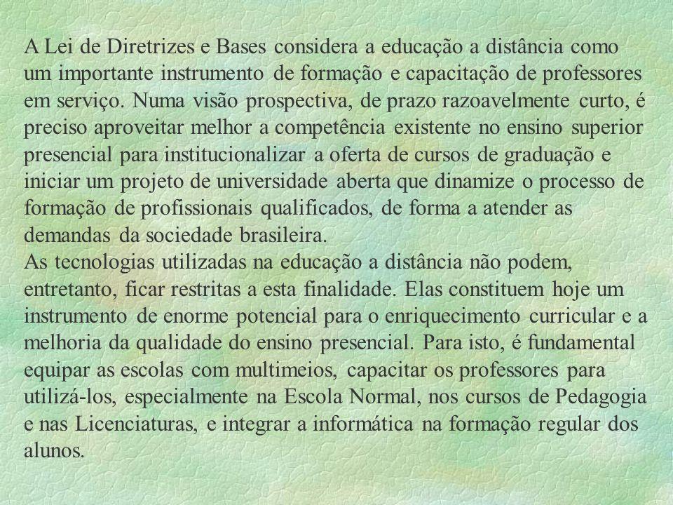 A Lei de Diretrizes e Bases considera a educação a distância como um importante instrumento de formação e capacitação de professores em serviço. Numa