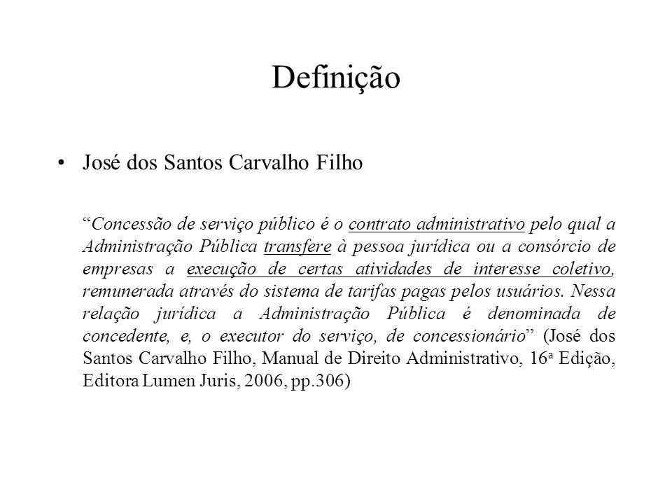 Definição José dos Santos Carvalho Filho Concessão de serviço público é o contrato administrativo pelo qual a Administração Pública transfere à pessoa