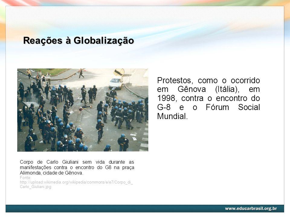Reações à Globalização Corpo de Carlo Giuliani sem vida durante as manifestações contra o encontro do G8 na praça Alimonda, cidade de Gênova. Fonte: h