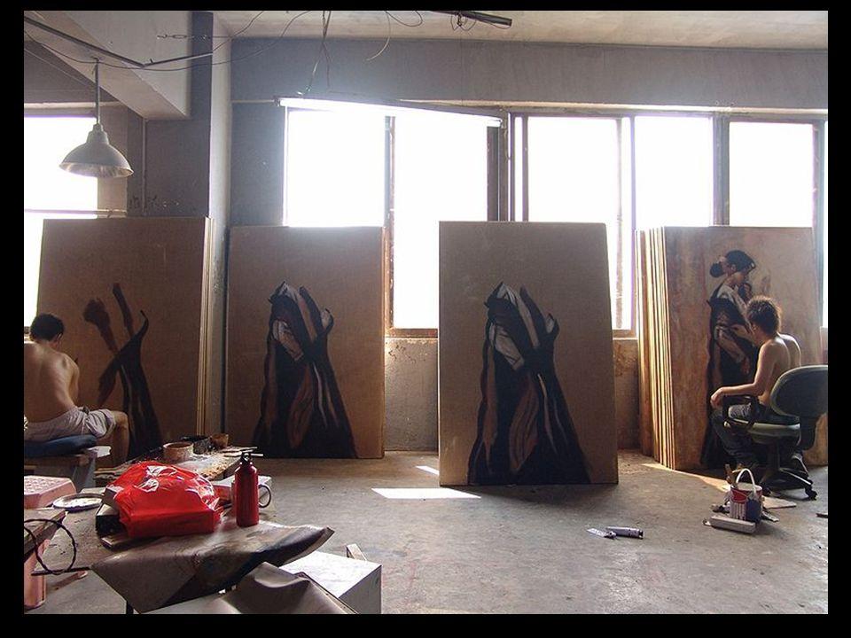 Agora, nesta grande 'fábrica, cada pintor realiza 30 copias por dia, em um sistema de fabricação em cadeia, onde cada artista se especializa em uma pa