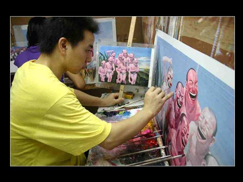 Durante mais de 20 anos, Huang vem pintando doze quadros diariariamente, o que perfaz um total de mais de cem mil pinturas, tornando-se assim, possivelmente, o autor mais prolífico de nossa história.