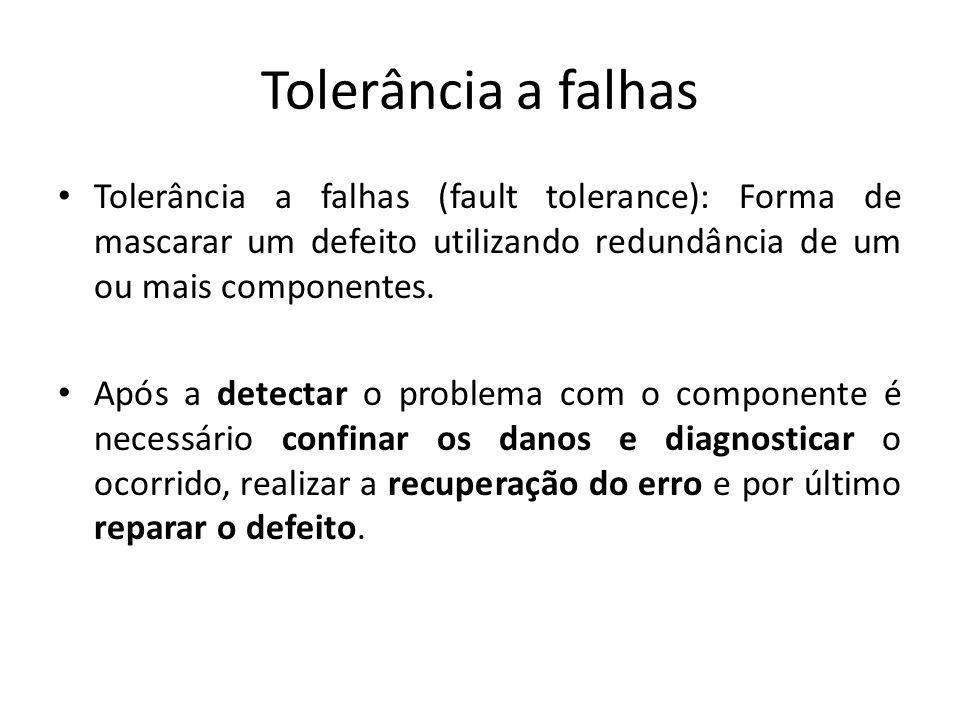 Tolerância a falhas Tolerância a falhas (fault tolerance): Forma de mascarar um defeito utilizando redundância de um ou mais componentes. Após a detec