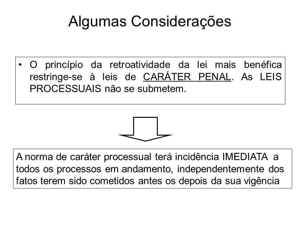 Algumas Considerações O princípio da retroatividade da lei mais benéfica restringe-se à leis de CARÁTER PENAL. As LEIS PROCESSUAIS não se submetem. A