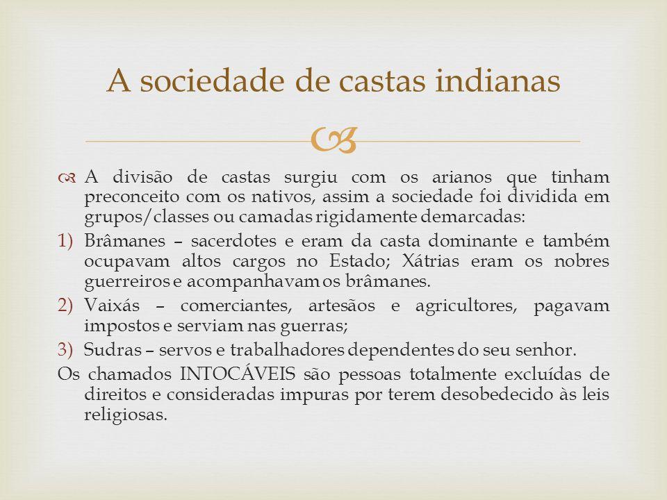 A divisão de castas surgiu com os arianos que tinham preconceito com os nativos, assim a sociedade foi dividida em grupos/classes ou camadas rigidamen
