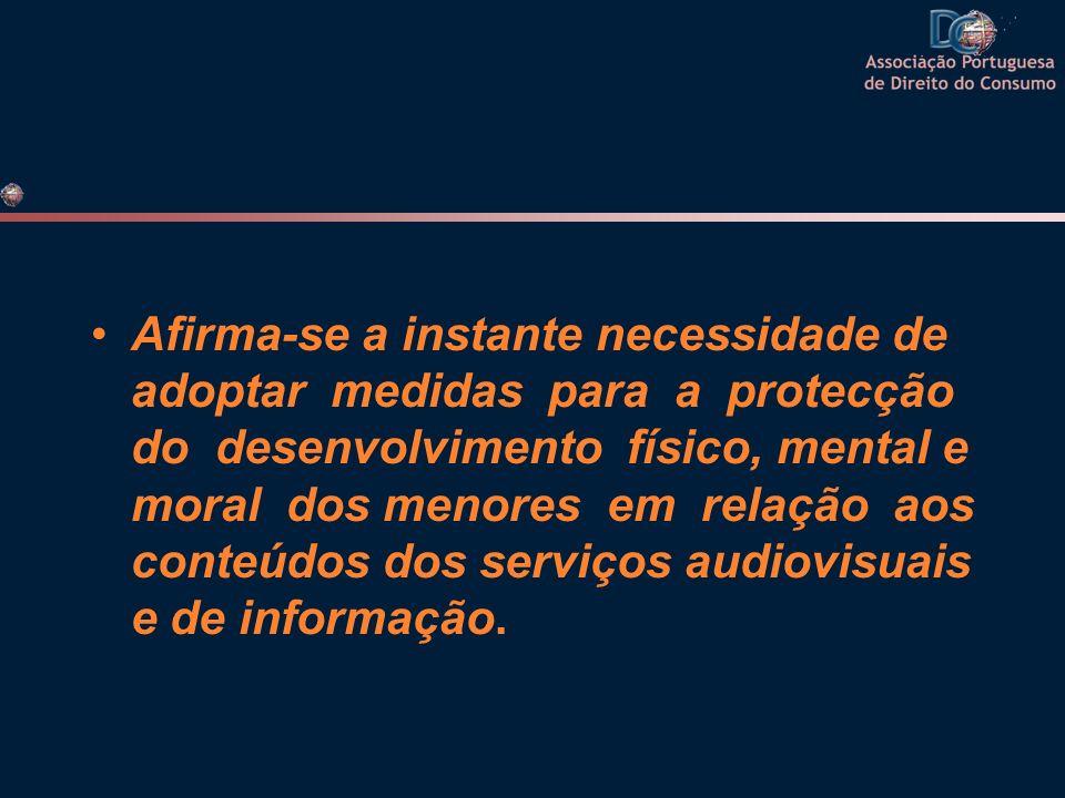 RECOMENDAÇÃO 2006/952/CE, de 20 de Dezembro Devido ao constante desenvolvimento das novas tecnologias da informação e da comunicação, urge que a Comunidade Europeia assegure, de forma completa e adequada, a protecção dos interesses dos cidadãos neste domínio, por um lado, garantindo a livre difusão e a livre prestação de serviços audiovisuais e de informação e, por outro, assegurando que os conteúdos sejam legais, respeitem o princípio da dignidade humana e não prejudiquem o desenvolvimento integral dos menores.