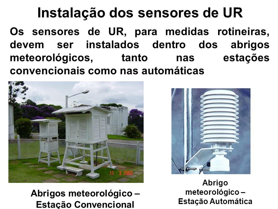 Instalação dos sensores de UR Os sensores de UR, para medidas rotineiras, devem ser instalados dentro dos abrigos meteorológicos, tanto nas estações c
