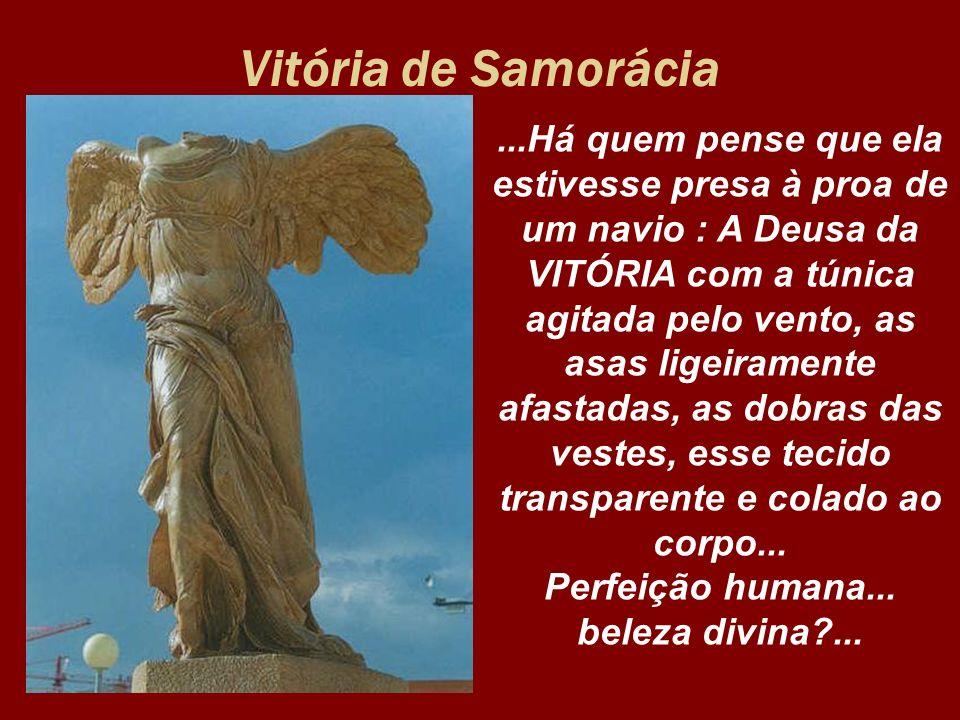 Vitória de Samorácia...Há quem pense que ela estivesse presa à proa de um navio : A Deusa da VITÓRIA com a túnica agitada pelo vento, as asas ligeiram