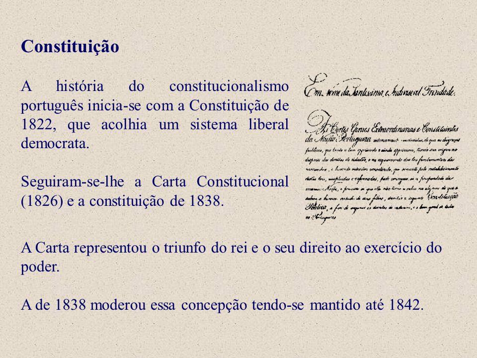 Constituição A história do constitucionalismo português inicia-se com a Constituição de 1822, que acolhia um sistema liberal democrata. Seguiram-se-lh