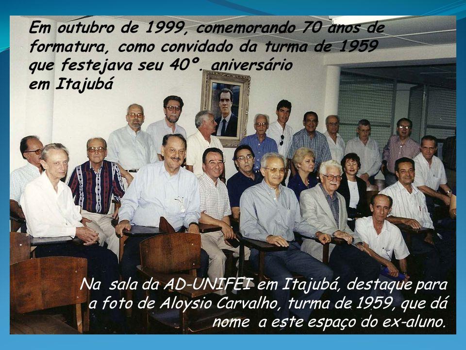 Em outubro de 1999, comemorando 70 anos de formatura, como convidado da turma de 1959 que festejava seu 40º. aniversário em Itajubá Na sala da AD-UNIF