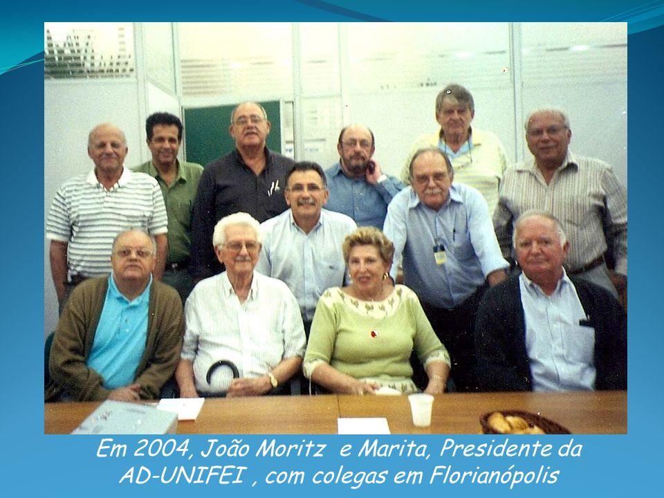 Em 2004, João Moritz e Marita, Presidente da AD-UNIFEI, com colegas em Florianópolis