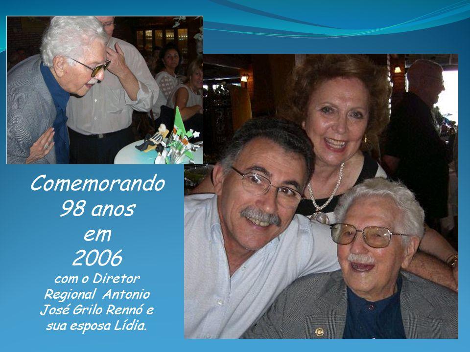 Comemorando 98 anos em 2006 com o Diretor Regional Antonio José Grilo Rennó e sua esposa Lídia.