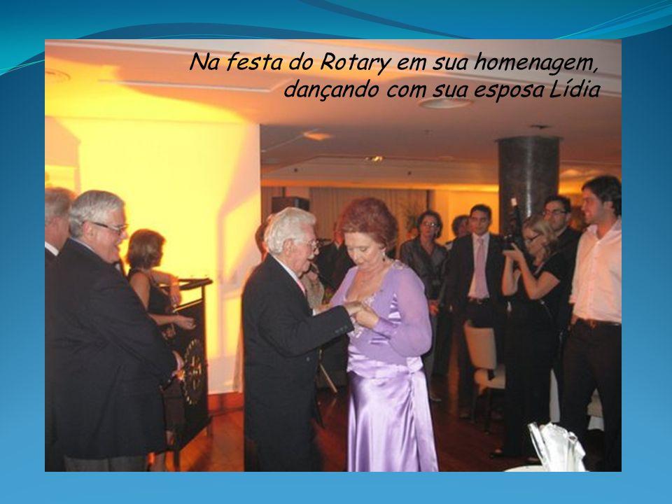 Na festa do Rotary em sua homenagem, dançando com sua esposa Lídia