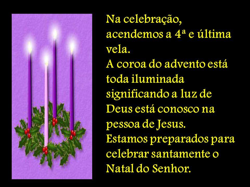 Na celebração, acendemos a 4ª e última vela. A coroa do advento está toda iluminada significando a luz de Deus está conosco na pessoa de Jesus. Estamo
