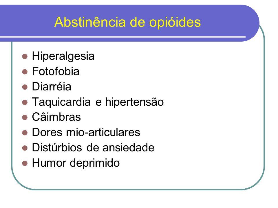 Enfoques ao tratamento da dependência de opióides Psicoterapias Grupos de auto-ajuda mútua (Narcóticos Anônimos) Tratamento hospitalar e ambulatorial Tratamento psicofarmacológico.