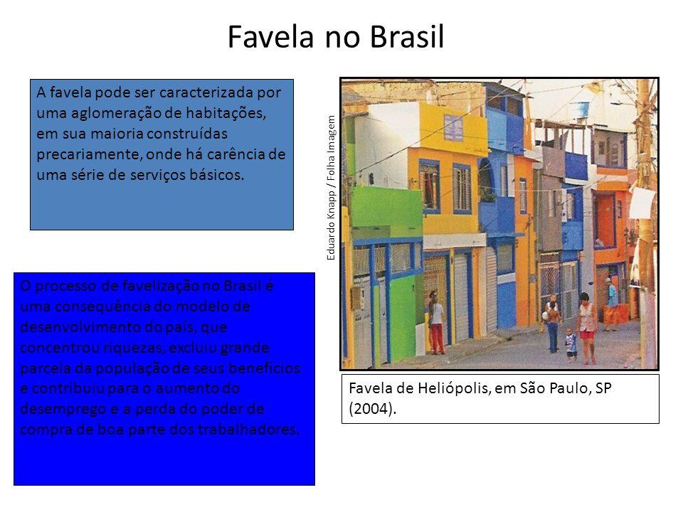 Favela no Brasil Favela de Heliópolis, em São Paulo, SP (2004).