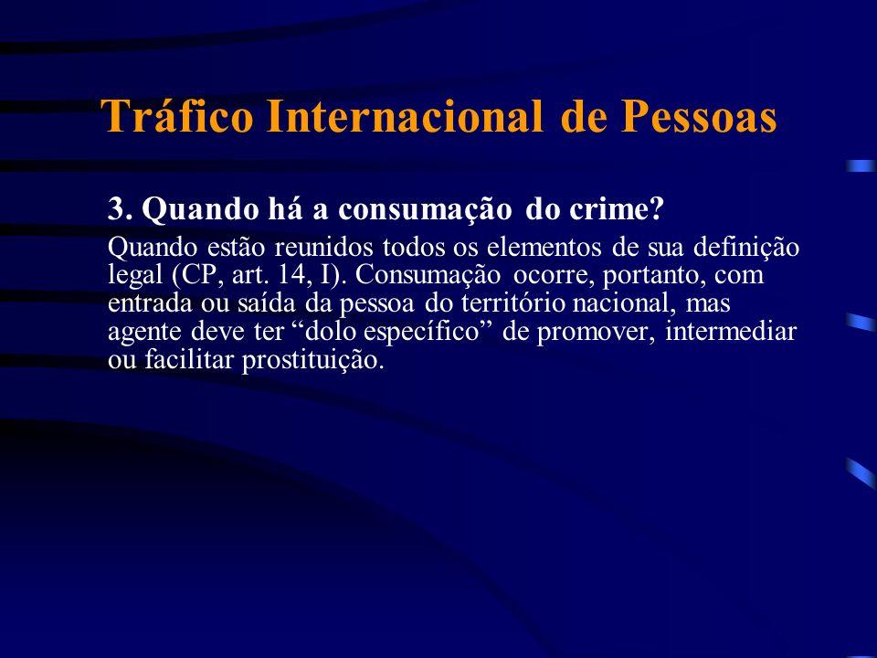 Tráfico Internacional de Pessoas 3. Quando há a consumação do crime? Quando estão reunidos todos os elementos de sua definição legal (CP, art. 14, I).