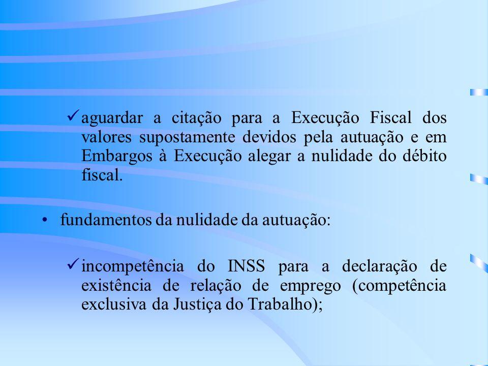 aguardar a citação para a Execução Fiscal dos valores supostamente devidos pela autuação e em Embargos à Execução alegar a nulidade do débito fiscal.