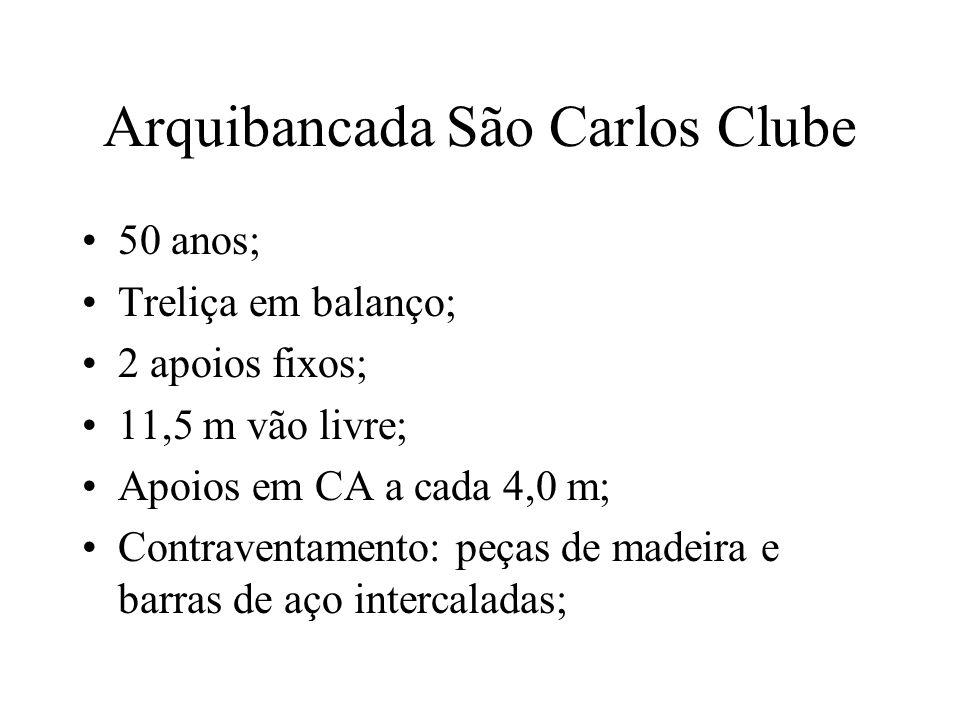Arquibancada São Carlos Clube 50 anos; Treliça em balanço; 2 apoios fixos; 11,5 m vão livre; Apoios em CA a cada 4,0 m; Contraventamento: peças de mad