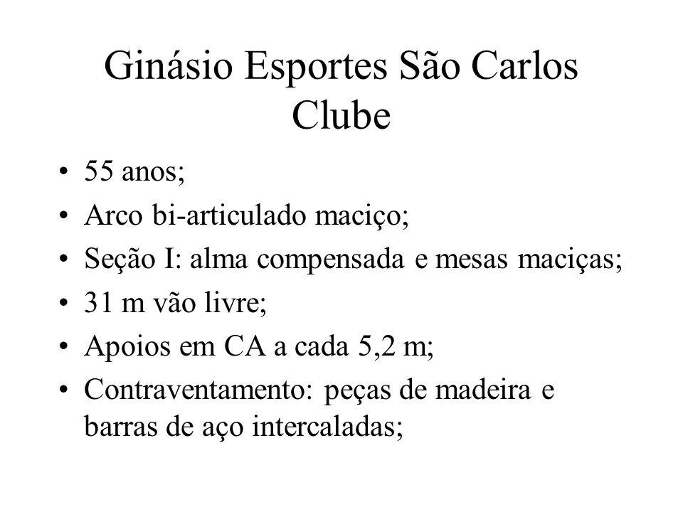 Ginásio Esportes São Carlos Clube 55 anos; Arco bi-articulado maciço; Seção I: alma compensada e mesas maciças; 31 m vão livre; Apoios em CA a cada 5,