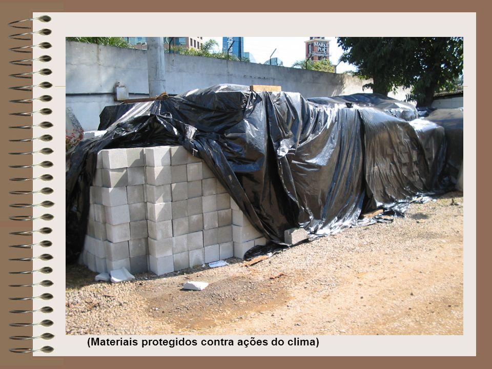(Materiais protegidos contra ações do clima)