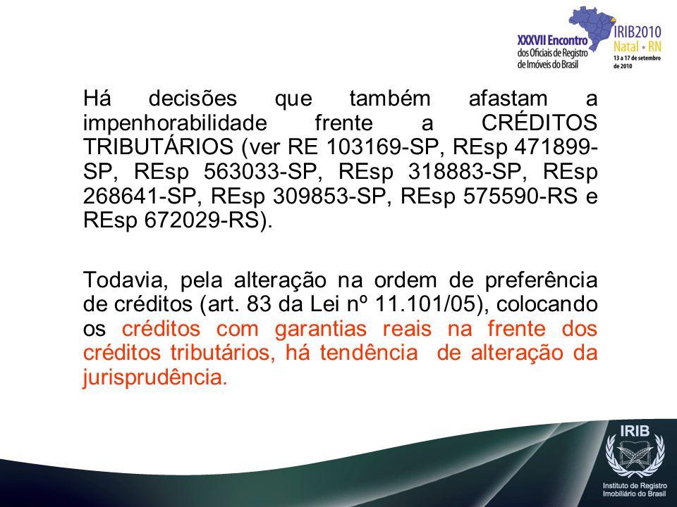 Há decisões que também afastam a impenhorabilidade frente a CRÉDITOS TRIBUTÁRIOS (ver RE 103169-SP, REsp 471899- SP, REsp 563033-SP, REsp 318883-SP, R