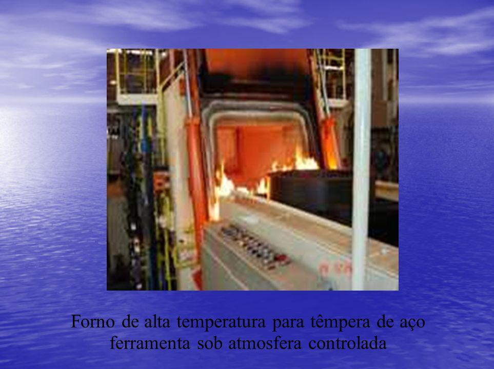 Forno de alta temperatura para têmpera de aço ferramenta sob atmosfera controlada