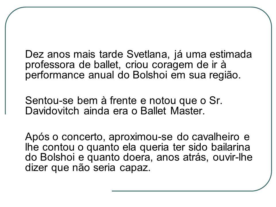 Dez anos mais tarde Svetlana, já uma estimada professora de ballet, criou coragem de ir à performance anual do Bolshoi em sua região. Sentou-se bem à