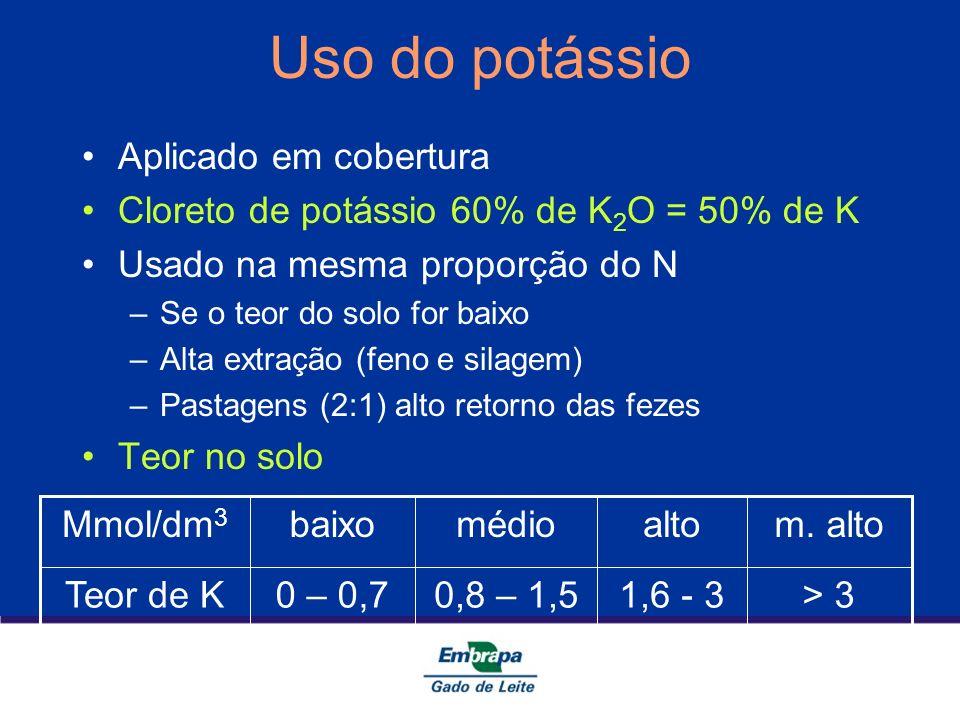 Uso do potássio Aplicado em cobertura Cloreto de potássio 60% de K 2 O = 50% de K Usado na mesma proporção do N –Se o teor do solo for baixo –Alta ext