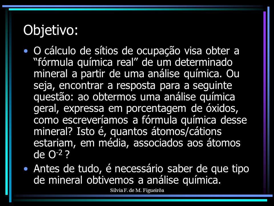 Silvia F. de M. Figueirôa Objetivo: O cálculo de sítios de ocupação visa obter a fórmula química real de um determinado mineral a partir de uma anális