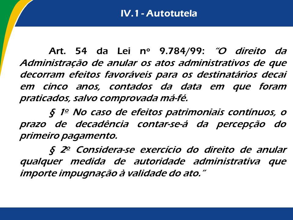 IV.1 - Autotutela A autotutela manifesta-se no controle do ato, do contrato e do procedimento administrativo, tanto no que diz respeito ao controle de legalidade quanto ao de conveniência e oportunidade.