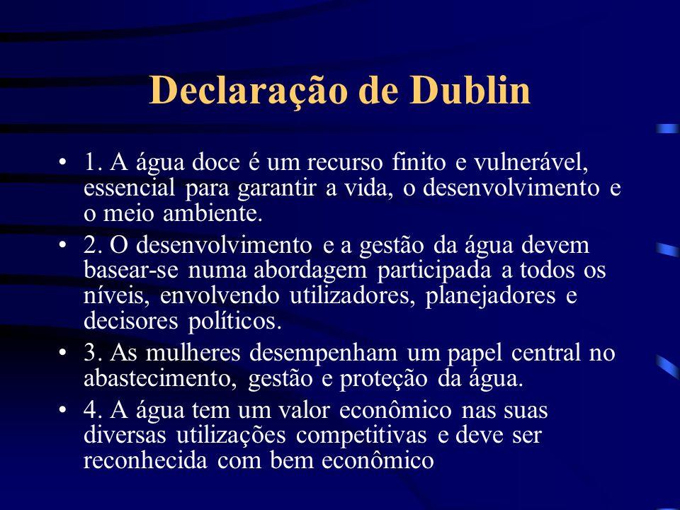 Declaração de Dublin 1. A água doce é um recurso finito e vulnerável, essencial para garantir a vida, o desenvolvimento e o meio ambiente. 2. O desenv
