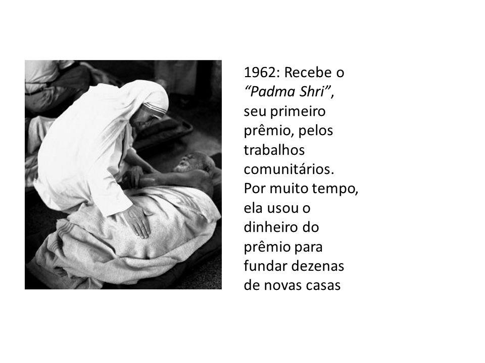 1962: Recebe o Padma Shri, seu primeiro prêmio, pelos trabalhos comunitários. Por muito tempo, ela usou o dinheiro do prêmio para fundar dezenas de no