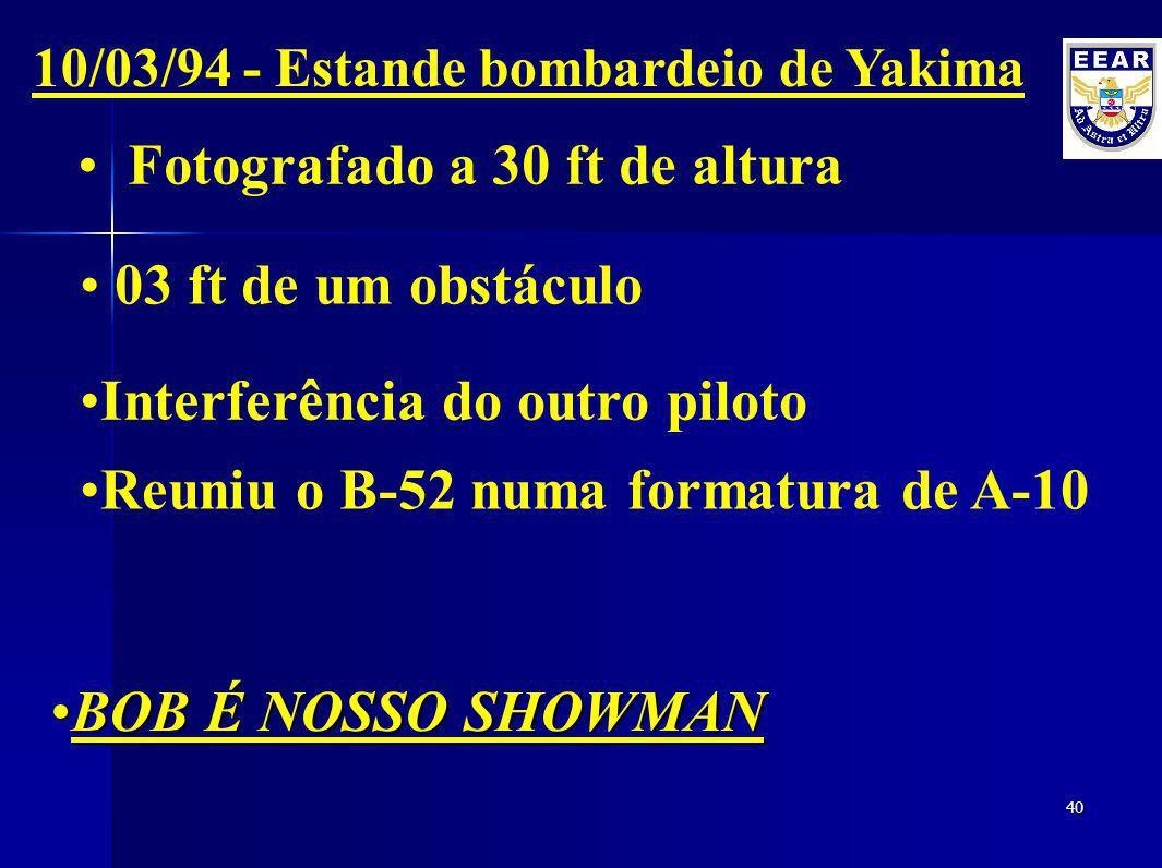 39 B-52 de 30 anos de idade e com uma envergadura de 50 metros. 08/08/93 - Demonstração na Fairchild AFB Curvas agressivas sobre a população Passagem