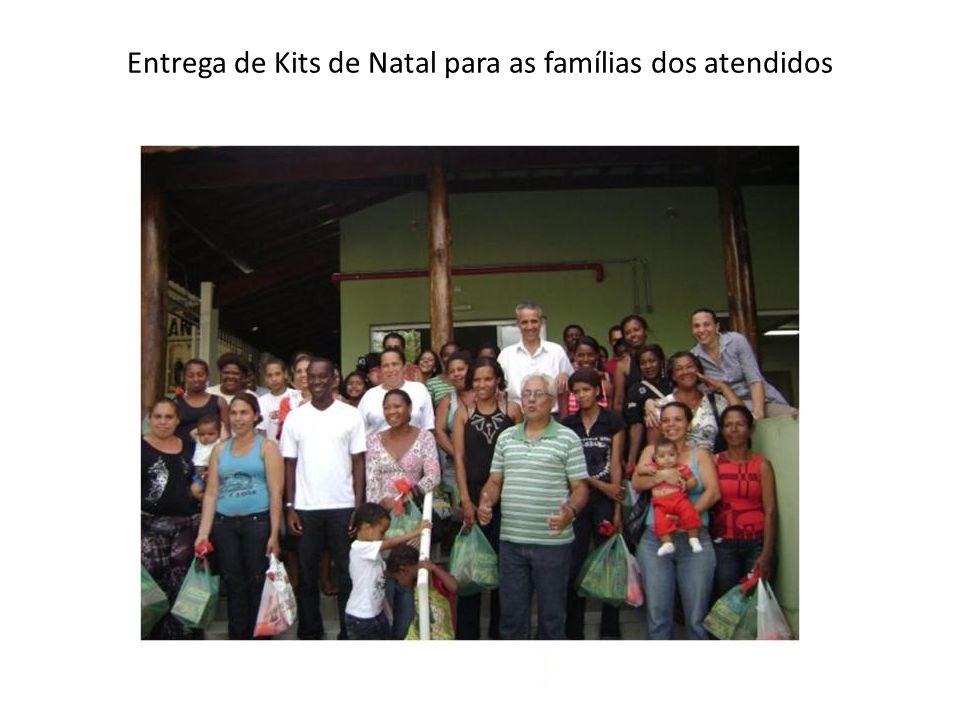 Entrega de Kits de Natal para as famílias dos atendidos