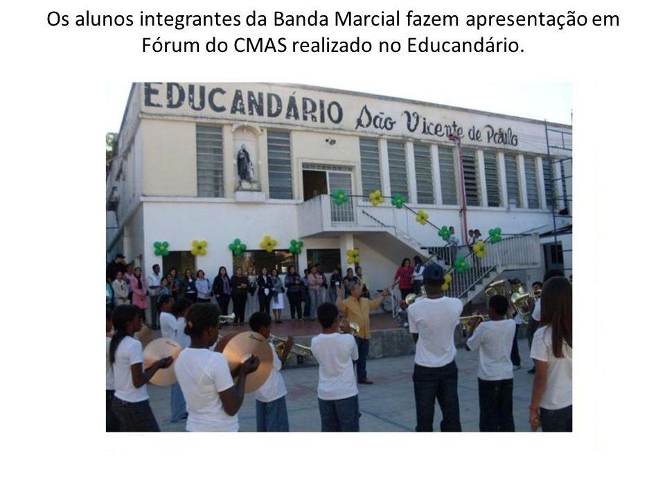Os alunos integrantes da Banda Marcial fazem apresentação em Fórum do CMAS realizado no Educandário.