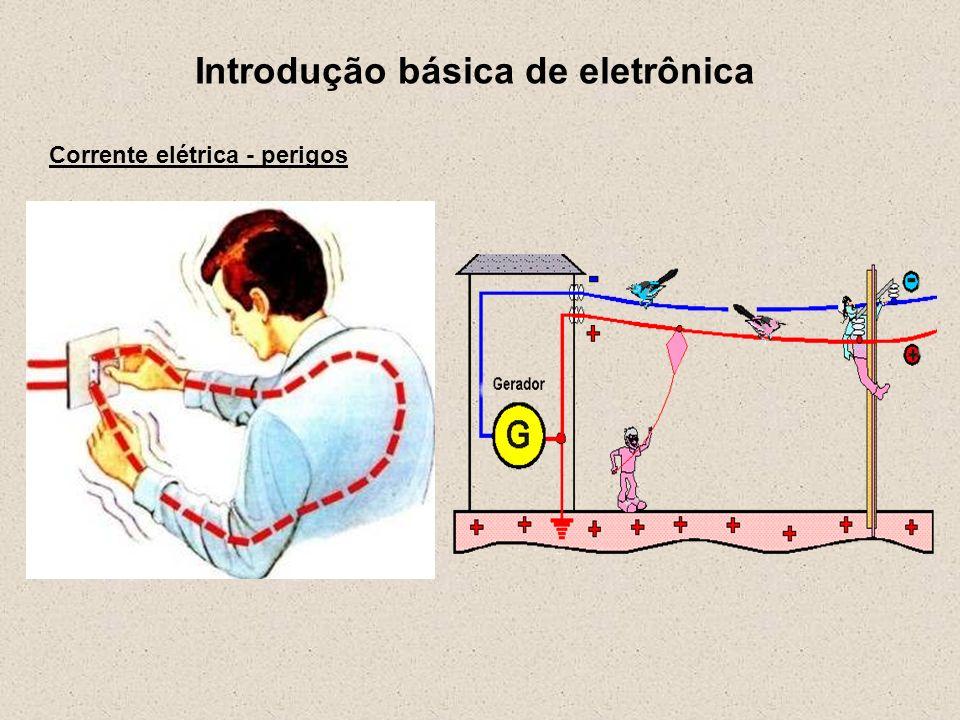 Introdução básica de eletrônica Corrente elétrica - perigos Corrente alternada X Corrente contínua Em geral, a corrente contínua (CC) é menos perigosa que a corrente alternada (CA).