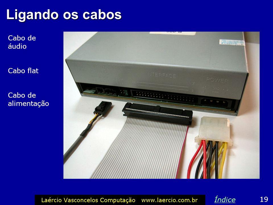 Conector da fonte O conector de alimentação das unidades de CD e DVD é o mesmo usado para discos rígidos. Este conector só encaixa na posição correta,