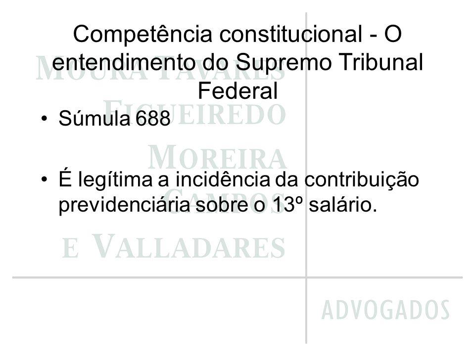 Competência constitucional - O entendimento do Supremo Tribunal Federal Súmula 688 É legítima a incidência da contribuição previdenciária sobre o 13º