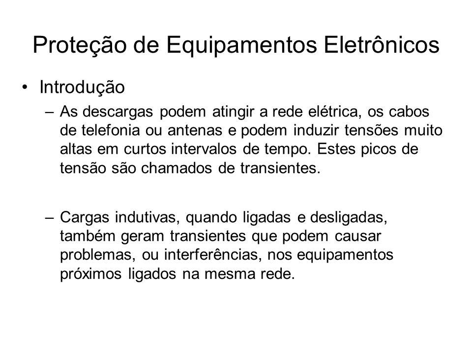 Introdução –As descargas podem atingir a rede elétrica, os cabos de telefonia ou antenas e podem induzir tensões muito altas em curtos intervalos de t