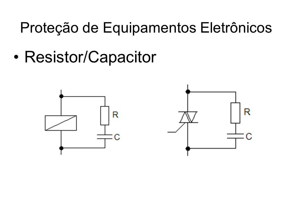 Ensaios para avaliação de produtos –Ensaio climático Avaliação de performance em relação às condições de temperatura e umidade; O equipamento é submetido a diferentes condições de temperatura e umidade durante várias horas; –Ensaio de impacto Avaliação da resistência mecânica do equipamento; –Ensaio de perturbação de alta frequência Aplica-se um sinal oscilatório (em torno de 1 MHz), com amplitude inicial de 2,5 kV e decaindo para metade depois de 6 s; O sinal é aplicado: –Entre as entradas e a massa; –Entre as saídas e a massa; –Entre a alimentação e a massa; Proteção de Equipamentos Eletrônicos