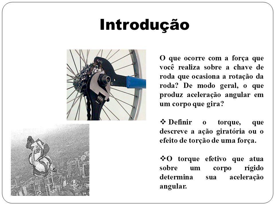 Introdução O que ocorre com a força que você realiza sobre a chave de roda que ocasiona a rotação da roda? De modo geral, o que produz aceleração angu