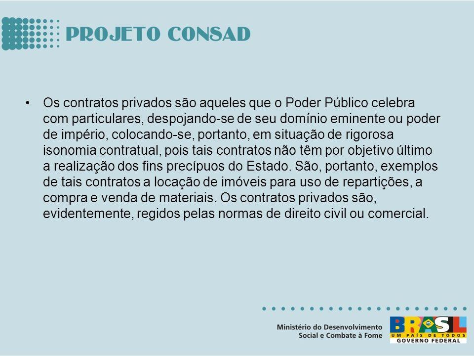 Os contratos privados são aqueles que o Poder Público celebra com particulares, despojando-se de seu domínio eminente ou poder de império, colocando-s