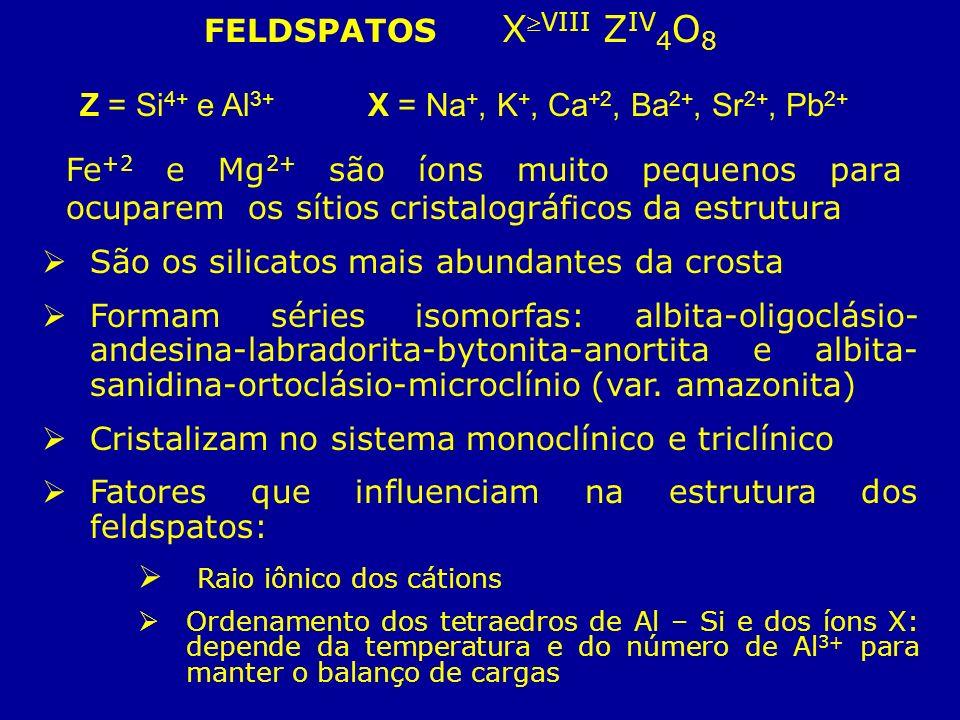 FELDSPATOS XVIII Z IV 4 O 8 Z = Si 4+ e Al 3+ X = Na +, K +, Ca +2, Ba 2+, Sr 2+, Pb 2+ Fe +2 e Mg 2+ são íons muito pequenos para ocuparem os sítios