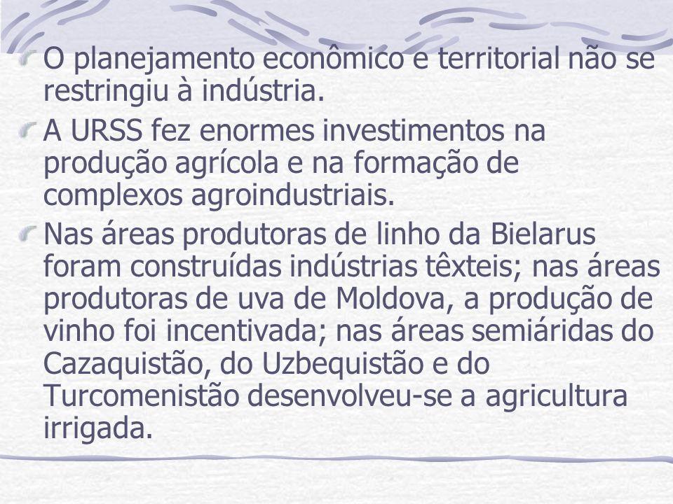 O planejamento econômico e territorial não se restringiu à indústria. A URSS fez enormes investimentos na produção agrícola e na formação de complexos