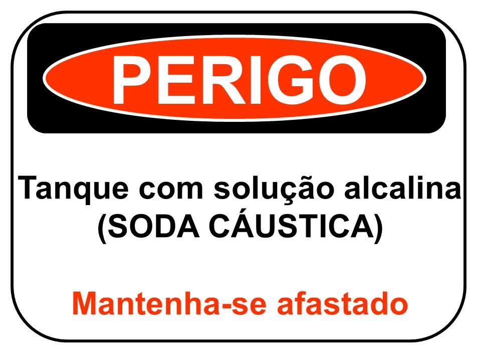 Tanque com solução alcalina (SODA CÁUSTICA) Mantenha-se afastado PERIGO
